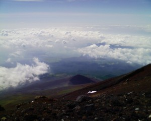 山頂からの宝永山